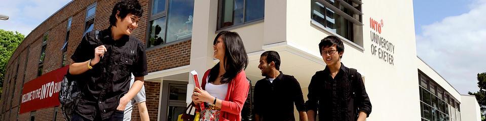 สมัครเรียนนต่ออังกฤษINTO-Exeter-Students-outside-Study-Centre-01