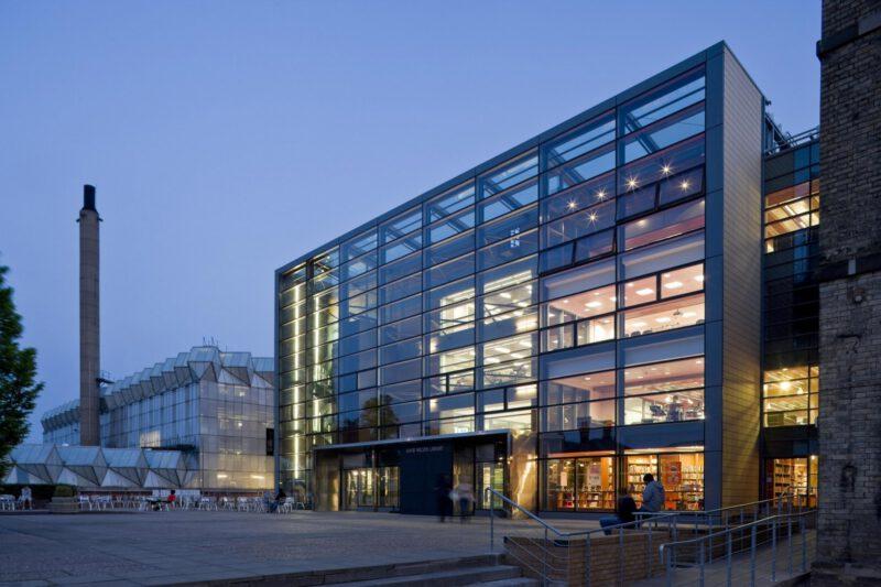 สมัครเรียนต่อปริญญาตรีอังกฤษ University of Leicester - ตึกเรียน