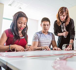 สมัครเรียนต่อปริญญาตรีอังกฤษ University of Leicester - กลุ่มนักเรียน