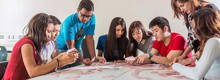 สมัครเรียนต่อปริญญาตรีอังกฤษ University of Leicester - group-discussion