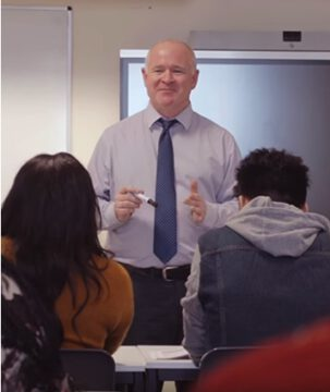 สมัครเรียนต่อปริญญาตรีอังกฤษ University of Leicester - professor-isc