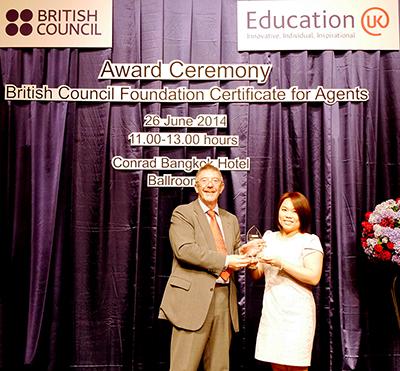 เจ้าหน้าที่ I Study UK ผ่านการอบรมความรู้เฉพาะโดย British Council - พี่น้องนิจจารีย์