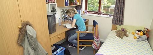 เรียนต่ออังกฤษ ปริญญาโท ตรี Kingston University London ที่พักในลอนดอน